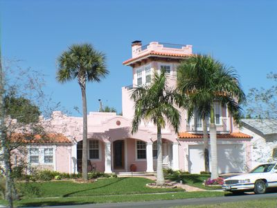 florida houses on the water. in many of the coastal areas florida bayfront development is very popular houses can be much bigger and more ornate than their oceanfront cousins on water